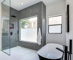 Walk in Shower Designs (Ultimate Guide) - Designing Idea Bathroom Tub Shower, Diy Shower, Custom Shower, Glass Shower, Shower Doors, Large Tile Shower, Shower Ideas, Large Bathrooms, Small Bathroom