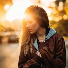 Você conhece a hora mágica da fotografia? São os dois momentos do dia em que a luz natural fica incrível para fotografar: ao nascer e ao pôr do sol. Convidamos o fotógrafo Bernardo Moreira para mostrar o seu trabalho e dizer como tirar ótimos cliques desses momentos.