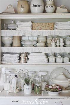 Cottage Style Decor, Shabby Chic Cottage, Shabby Chic Style, Shabby Chic Decor, Kitchen Pantry Storage, Kitchen Cupboards, Shabby Chic Antiques, Shabby Vintage, Cozinha Shabby Chic