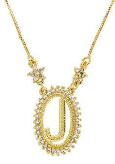 Gargantilha folheada a ouro, contendo corrente veneziana fina e medalha com a letra J em formato oval, rodeada de pedras de zircônia. Clique no link abaixo e veja esta mesma gargantilha na VERSÃO FOLHEADA A PRATA: http://karlabijuteriasfinas.loj...