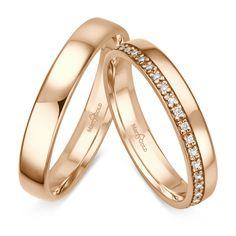 Der Damenring besitzt 38 Diamanten, welche umlaufend gefasst werden. Dadurch ergibt sich ein bezauberndes Design. Die Breite der Ringe ist 4mm. Das Material kann frei zwischen Weißgold, Gelbgold oder Roségold gewählt...