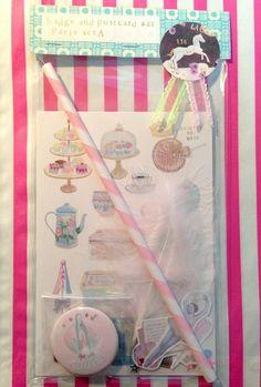 プチ・プレゼントにオススメなガーリーなセットです♡缶バッジ maria (3.8cm) +ポストカード2枚(paris sweets/souvenir)+ミニ...|ハンドメイド、手作り、手仕事品の通販・販売・購入ならCreema。