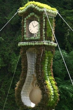 Spanish moss, sheet moss, long-fibered sphagnum moss - not only did the mouse run up the clock, so did the moss!