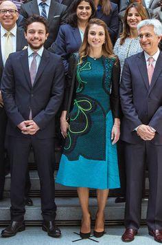 La reine Rania de Jordanie avec son fils ainé le prince Hussein à Washington, le 15 avril 2016