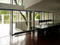 100420-80 LA PLATA - Casa Curuchet (arq. Le Corbusier) - la relación entre la terraza y la sala