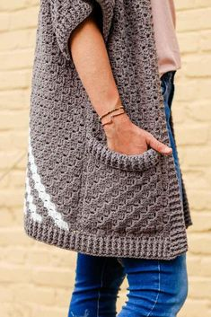 Basic crochet rectangles come together to form a gorgeously drapy, short-sleeved sweater in this simple free corner to corner kimono pattern and tutorial. C2c Crochet, Crochet Shawl, Crochet Stitches, Crochet Patterns, Crochet Cardigan Pattern Free Women, Crochet Jacket Pattern, Crochet Vests, Make And Do Crew, Corner To Corner Crochet