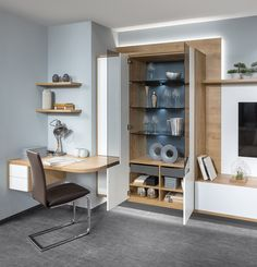 Clever gelöst: Wohnwand mit integrierter Home-Office Lösung. Home Office, Corner Desk, Bookcase, Shelves, Furniture, Home Decor, Made To Measure Furniture, Carpenter, Living Area