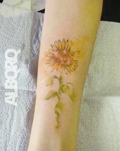 Gira gira girassol  Na pele da @maalind obg pela confiança  . Contato:  contato@albqrq.com  41 9958 1362 . #watercolor #watercolortattoo #sunflower #flower #colorful #inked #tattoo #tatuagem #curitiba #cwb #wtt #tattoo2me by heyalbqrq