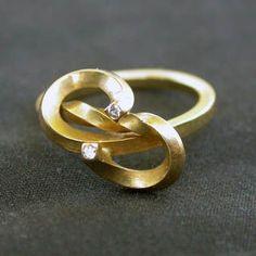 Lars Glad - Ring - 18k gold and brilliants  (Denmark)