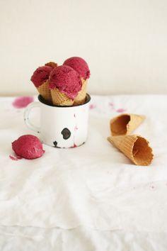 Rote Bete Eiscreme mit Zartbitterschokolade