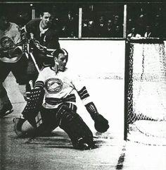 Chris Worthy Hockey Goalie, Hockey Teams, Hockey Rules, Goalie Mask, Oakland California, Vancouver Canucks, Seals, Montreal, Cleveland
