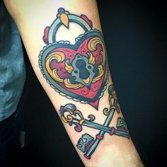 Candado Tattoo, padlock tattoo Love and Riot Tattoo Almeria, Spain tattooloveandriot@gmail.com