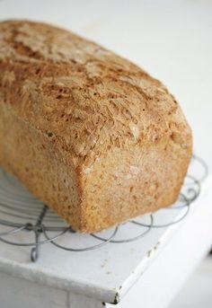 Tuore leipä on niin hyvää! Tämän leivän tuoreus on taattua muutamaksi päiväksi kuumajuuren ansiosta. Kuumajuuri on ikäänkuin tuore... Bread Recipes, Cooking Recipes, Yummy Food, Tasty, Daily Bread, Bread Baking, Fine Dining, Scones, Banana Bread