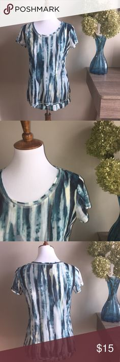 Simply Vera Vera Wang Layered Watercolor Top sz XS Simply Vera Vera Wang Layered Watercolor Top in excellent condition. Only worn once.  Bundle & Save! Simply Vera Vera Wang Tops