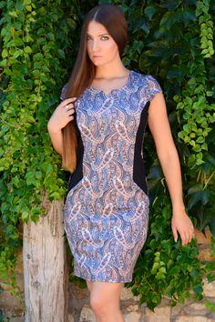Tökéletes megjelenésre vágysz? ebben a ruhában magabiztosan jelenhetsz meg, nem kényelmetlen, nem feszes, nem szűk.Alapdarab. High Neck Dress, Street Style, Dresses, Fashion, Turtleneck Dress, Vestidos, Moda, Urban Style, Fashion Styles