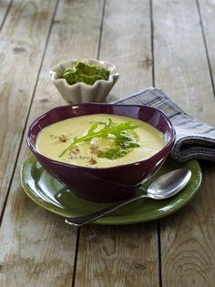 Unser beliebtes Rezept für Steckrüben-Kartoffel-Suppe mit Walnusspesto und mehr als 55.000 weitere kostenlose Rezepte auf LECKER.de.