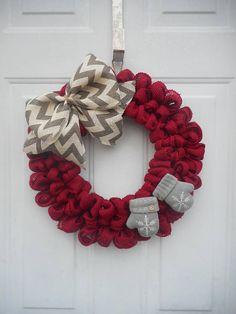 Winter wreath Winter burlap wreath Red winter wreath Mitten