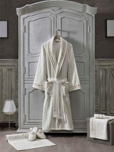 V kolekcii BARON nájdete aj papučky, kúpeľňové predložky a uteráky v rovnakom dizajne. Baron, Unisex, Dress