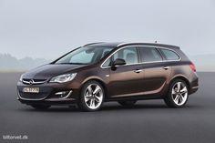 OPEL ASTRA SPORTS TOURER 1,6 CDTI ENJOY Den 1,6 liters motor yder 136 hk og har et maksimalt drejningsmoment på 320 Nm ved 2.000 o/min. Når først den er varm er den tyst og behagelig og har masser af overskud på motor- og landevej. Den 6-trins gearkasse i vores testbil leverer præcise og lette skift og virker som et perfekt match. Samtidig har den ifølge Opel et gennemsnitligt brændstofforbrug på hele 25,6 km/l, hvilket vi tror på, da vi opnåede et gennemsnit på 22,8 km/l i testperioden.