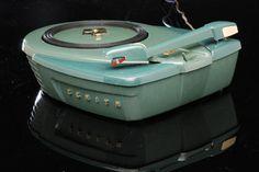 Jet Age Zenith Phantom Record Player – 1957 – The Invisible Agent Mid Century Decor, Mid Century Style, Mid Century Design, Danish Modern, Mid-century Modern, Stockman Mannequin, Living Tv, Retro Radios, Record Players
