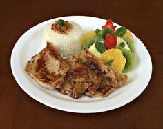 Arroz Polido, Picanha Suína Grelhada e Salada de Frutas (Abacaxi, Laranja, Kiwi e Morango).