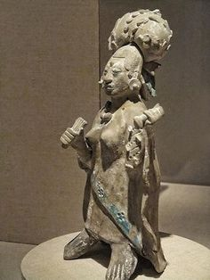 Closeup of a Figurine of an aristocratic lady Late Classic Maya Jaina style Campeche or Yucatan Mexico CE Ceramic and pigment Native American History, American Art, Mesoamerican, Inca, Art Institute Of Chicago, Ancient Artifacts, Ancient Civilizations, Art History, Black History