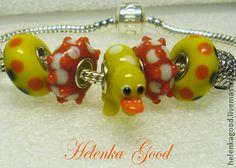 Весёлый утёнок. Браслет Пандора. Cheerful duckling. Pandora bracelet  На веселых на утят быть похожими хотят...    Для просмотра изображения в полноэкранном режиме кликните мышкой по картинке.       Браслет в стиле Пандора. Бусины Лэмпворк High quality (высокого качества) с посеребренным сердечником.
