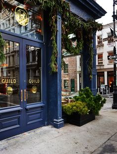 Inside Guild New York, the Bustling and Beautiful Flagship Store of Roman and Williams And La Mercerie restaurant In SOHO Restaurant Bleu, Restaurant Door, Restaurant Exterior, Restaurant New York, Restaurant Design, French Cafe, French Bistro, French Food, Cafe Design