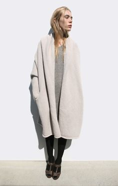 summer date outfits Capote Coat, Looks Street Style, Winter Mode, Rock Chic, Mode Inspiration, Mode Style, Minimalist Fashion, Autumn Winter Fashion, Mantel