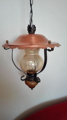lustr+s+měděným+kloboučkem+lustr+ve+výborném+stavu+kombinace+sklo,+kov,+dřevo+a+měď+celková+výška+měřeno+s+kabelem+85+cm+výška+lustru+35+cm+průměr+kloboučku+30+cm