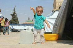 Gli avete tolto acqua, elettricità, cibo, futuro. Il suo sorriso non vi darà PACE. Vergogna. #Siria #Aleppo @Andrea_Iacomini: https://twitter.com/Andrea_Iacomini/status/763770894292516864?s=09