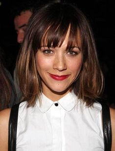 Rashida Jones 24 Celebrity Bobs That Will Make You Wish You Had Shorter Hair If you liked this pin, click now for more details. Medium Short Hair, Short Hair Cuts For Women, Medium Hair Cuts, Medium Hair Styles, Short Hair Styles, Celebrity Bobs, Celebrity Haircuts, Best Short Haircuts, Bob Haircuts