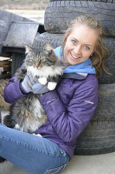 Amber Marshall with her cat Mouzer Heartland Actors, Heartland Quotes, Heartland Ranch, Heartland Tv Show, Heartland Seasons, Heartland Characters, Amber Marshall, Best Tv Shows, Favorite Tv Shows