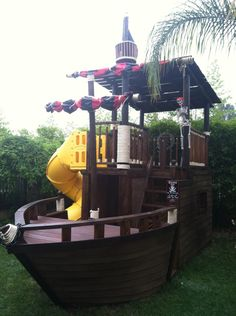 Forget those generic play sets literally everyone has and get a Pirate Ship Playhouse Kids Outdoor Play, Backyard For Kids, Outdoor Fun, Bateau Pirate, Playhouse Outdoor, Playhouse Plans, Play Yard, Backyard Playground, Play Houses