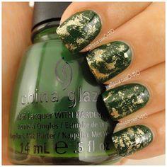 """""""Green & Gold"""" Christmas Nails"""