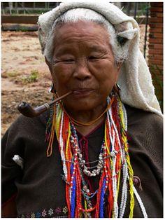 Señora de la etnia Karen, al norte de Tailandia