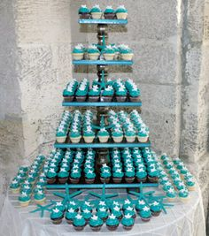Beach-Themed Wedding Cakes A fresh alternative to a traditional wedding cake, a cupcake tower is a fitting finish for a breezy beach celebration. Blue Wedding Cupcakes, Cupcake Tower Wedding, Themed Wedding Cakes, Wedding Cake Rustic, Themed Cakes, Sweet 16 Cupcakes, Ocean Cupcakes, Beach Wedding Guests, Miami Wedding