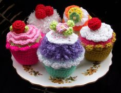 Cute, crocheted, calorie-free cupcakes. by THE BIG BLUE BULLY BUS