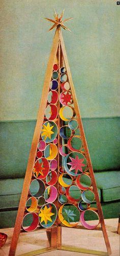 DIY mid century retro Christmas tree centerpiece. www.retrorealtygr...