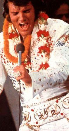 ★Elvis in concert in Hawaii january 14 Elvis Presley Hawaii, Elvis Aloha From Hawaii, Elvis Presley Concerts, Elvis In Concert, Elvis Presley Photos, Aloha Hawaii, Elvis And Priscilla, Lisa Marie Presley, Elvis Impersonator