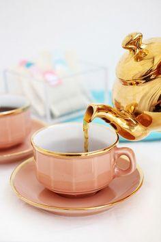 Šálek na čaj * zdobený růžový porcelán.
