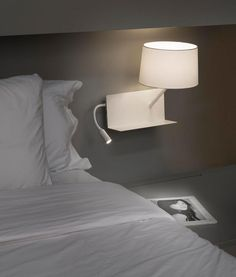Lámpara aplique con lector LED derecha HANDY blanca ambiente