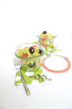 Ideales Take-Away Essen - Mediterraner Pesto Nudelsalat mit Linsenpasta! #glutenfrei #vegan #slowcarb