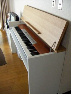 DIY piano stand with music holder Piano Table, Piano Desk, Piano Bench, Piano Room, Home Studio Musik, Studio Desk, Piano Crafts, Music Corner, Music Keyboard