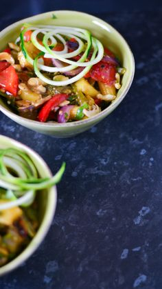 healthy vegan stir fry with courgetti