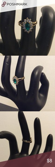 Green Stone Ring 🆕 Green and clear stone adjustable ring. Jewelry Rings