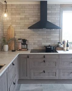 Kitchen decor, kitchen cabinets, kitchen organization, kitchen organizations and of course. The kitchen is the center of the home, so it's important to have a space you love! These pins are my favorite kitchens and kitchen ideas. Farmhouse Interior, Modern Farmhouse Kitchens, Farmhouse Kitchen Decor, Home Decor Kitchen, Kitchen Ideas, Kitchen Modern, Kitchen Black, Farmhouse Ideas, Kitchen Layout