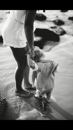 Baby am Meer. Baby Must Haves, Family Goals, Family Love, Cute Kids, Cute Babies, Baby Shooting, Precious Children, Am Meer, Mothers Love
