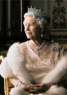 Elizabeth II by Annie Leibovitz . http://cotedetexas.blogspot.com/2008/03/annie-and-queen.html