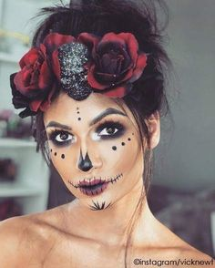 Halloween Kostüme Make up Inspirationen Halloween makeup. See many more Halloween costume ideas. Scary Halloween Crafts, Halloween Makeup Sugar Skull, Cute Halloween Makeup, Sugar Skull Make Up, Cute Halloween Costumes, Halloween Makeup Looks, Halloween Kids, Halloween Decorations, Halloween Recipe